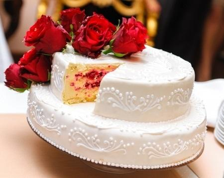 What Cakes to Offer for Wedding Seasons